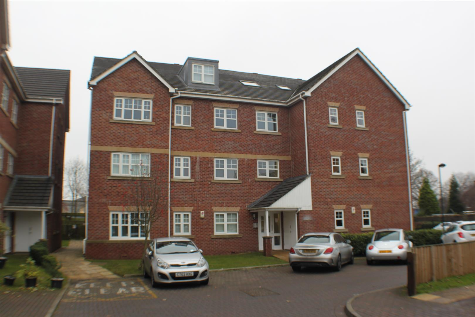 2 Bedrooms Flat for sale in Ellesmere Green, Eccles, Manchester